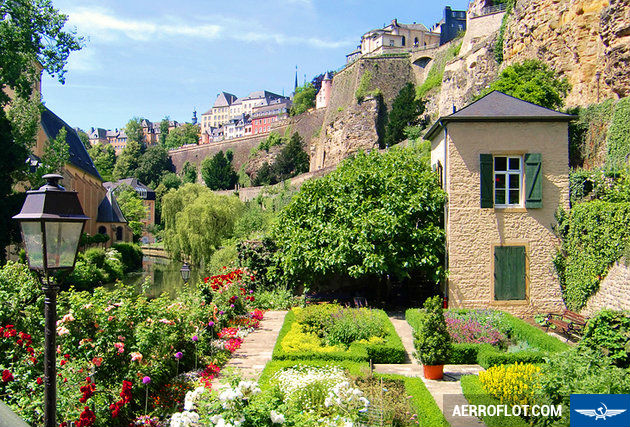 ve may bay di luxembourg gia re nhat