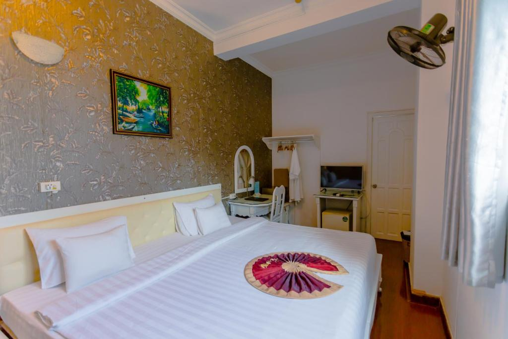 Phòng deluxe hướng phố Khách sạn A25 35 Mạc Thị Bưởi