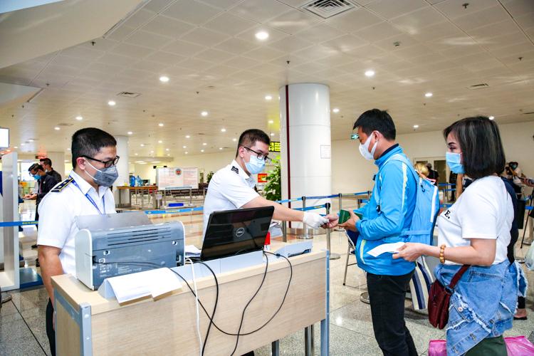 Cập nhật thủ tục xuất nhập cảnh vào Việt Nam theo chỉ đạo của Chính phủ